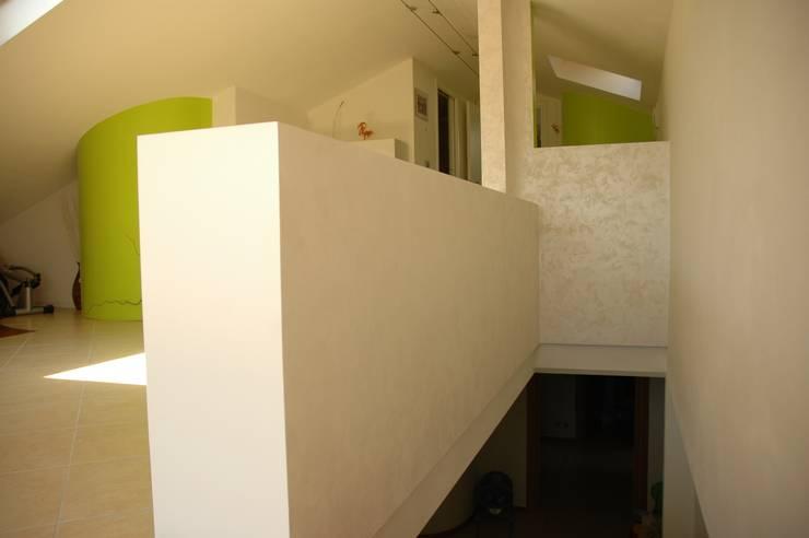 Librerie parapetti in cartongesso e pitture texurizzate - Pittura corridoio moderno ...