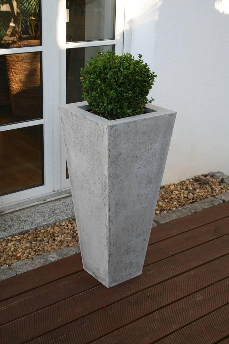 blumenk bel beton und sandstein von plantershop homify. Black Bedroom Furniture Sets. Home Design Ideas