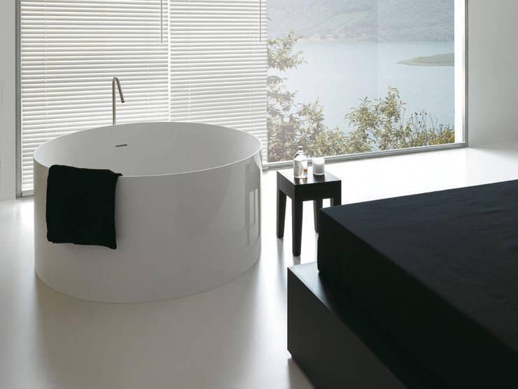 minimalistische Badewanne Fliesen Bad