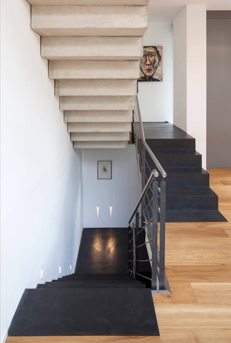 beton cir auf treppe einfamilienhaus bonn von einwandfrei innovative malerarbeiten ohg homify. Black Bedroom Furniture Sets. Home Design Ideas