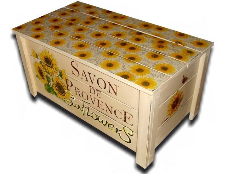 flower power m bel und accessoires mit blumenmuster. Black Bedroom Furniture Sets. Home Design Ideas