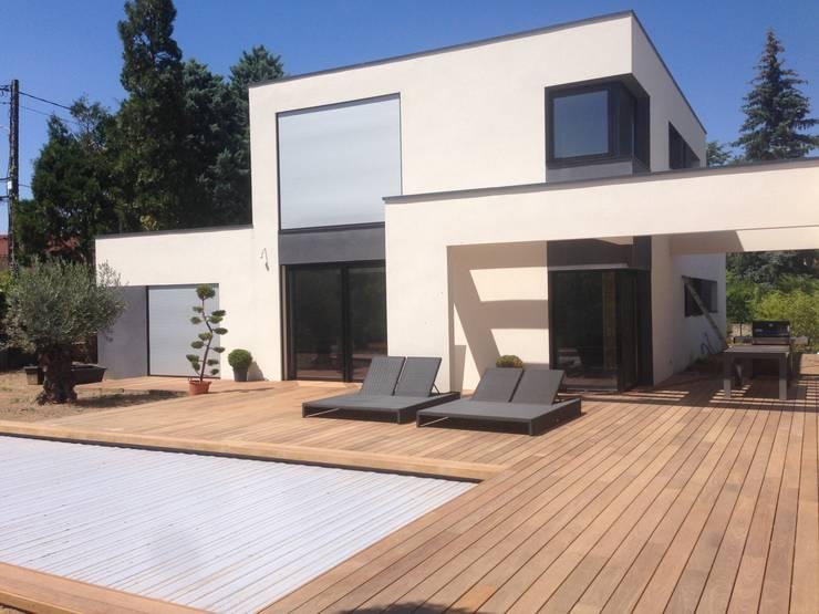 Terrasses en bois for Plage piscine moderne