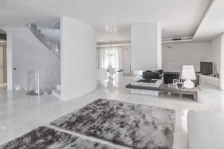 Il bianco per l arredo for Arredamento minimalista design