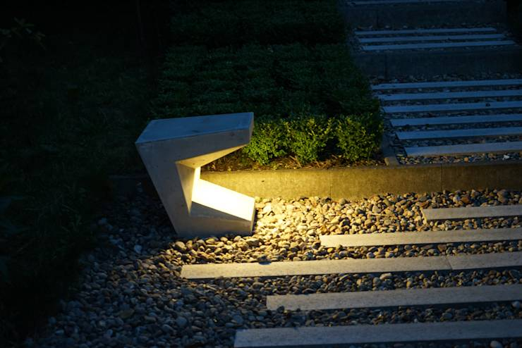 Betonaußenleuchte: moderner Garten von boehning_zalenga  koopX architekten