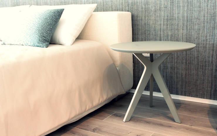 Pinkit como mesa-de-cabeceira: Quarto translation missing: pt.style.quarto.minimalista por Two.Six