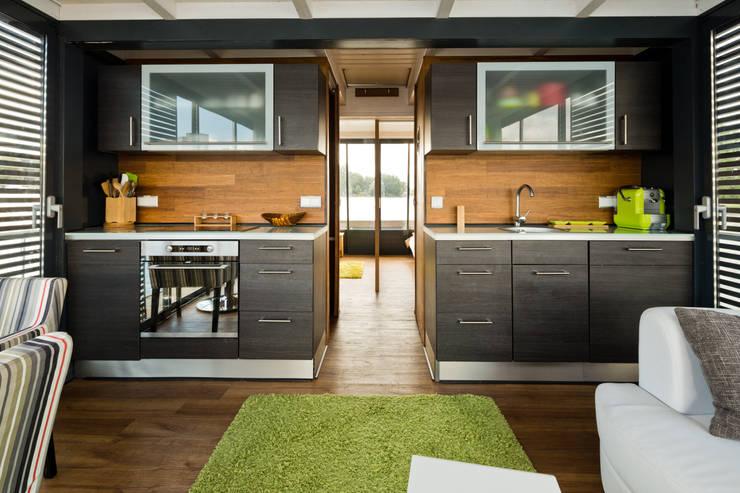 4 maisons pr fabriqu es absolument magiques. Black Bedroom Furniture Sets. Home Design Ideas