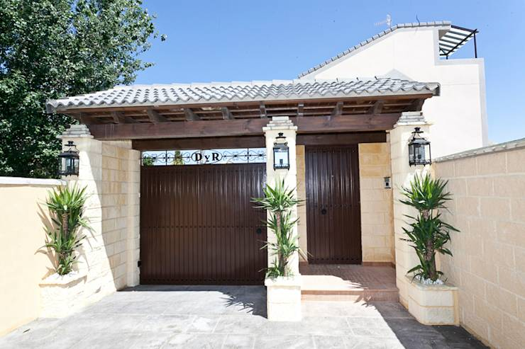 6 ideas de puertas y portones para casas modernas for Diseno de entradas principales de casas