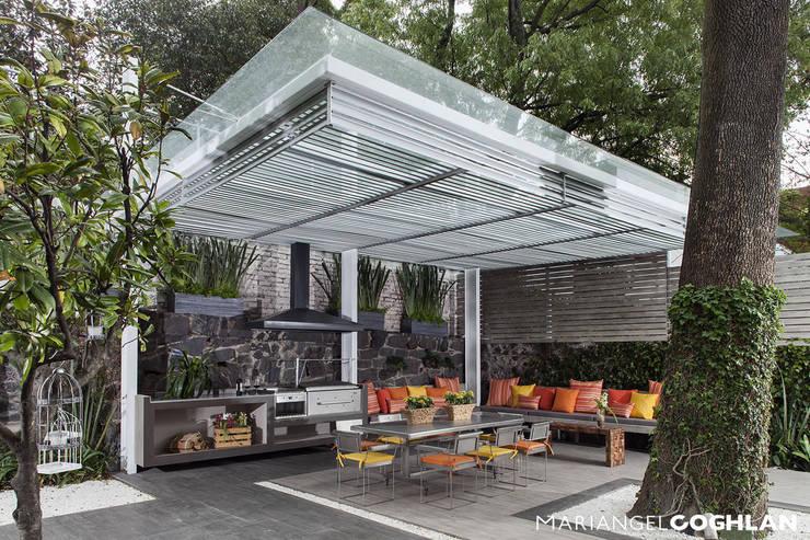Terrazas  de estilo translation missing: cl.style.terrazas-.moderno por MARIANGEL COGHLAN