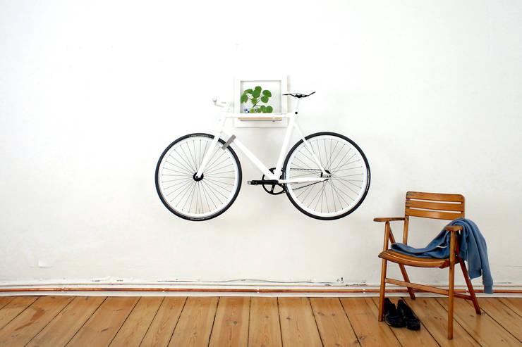 6 ideen um ein fahrrad in der wohnung zu platzieren. Black Bedroom Furniture Sets. Home Design Ideas