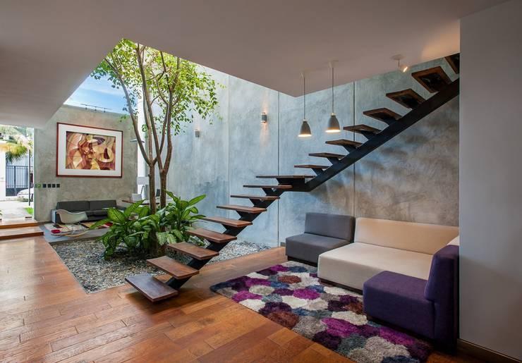 OFICINA MATATENA: Oficinas y tiendas de estilo translation missing: mx.style.oficinas-y-tiendas.moderno por Desnivel Arquitectos