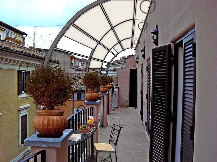 Come arredare un piccolo balcone stretto e lungo for Idee arredo balcone