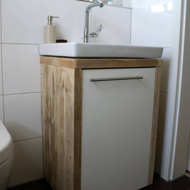 bauholz waschtischunterschrank von timberclassics bauholzm bel markant edel individuell. Black Bedroom Furniture Sets. Home Design Ideas