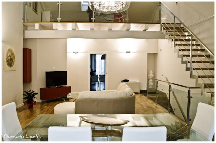 Zona living: Soggiorno in stile in stile Moderno di Ignazio Buscio ...