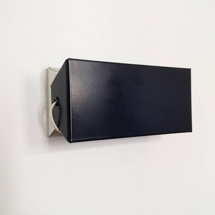 applique rouge la charlotte perriand par la maison bruxelloise homify. Black Bedroom Furniture Sets. Home Design Ideas