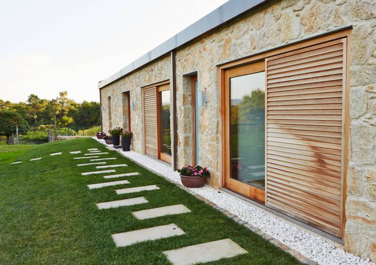 12 ideas para revestir y renovar tus paredes exteriores for Renovar fachadas de casas