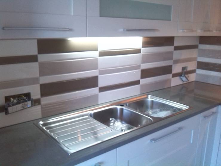 Le piastrelle per cucina moderne e utili - Piastrelle cucina rosse ...