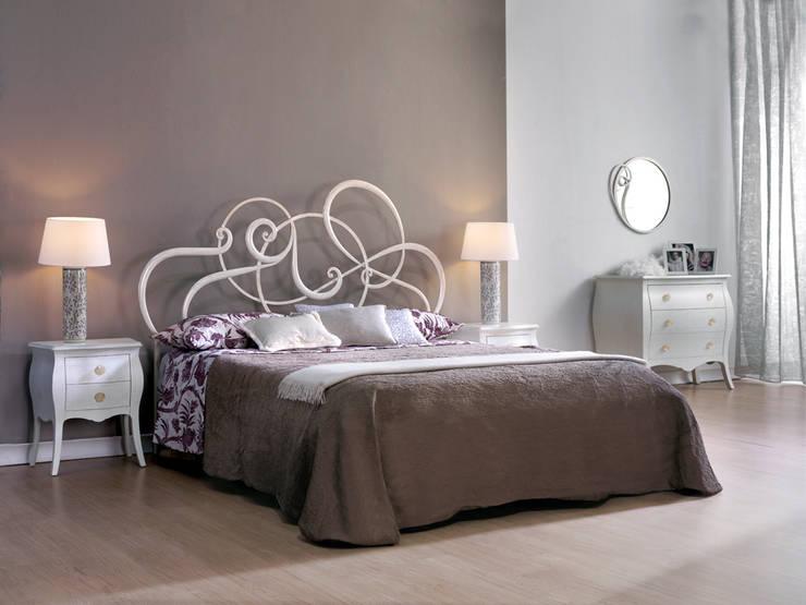 La camera da letto moderna e i letti in ferro battuto - Giroletto matrimoniale ...