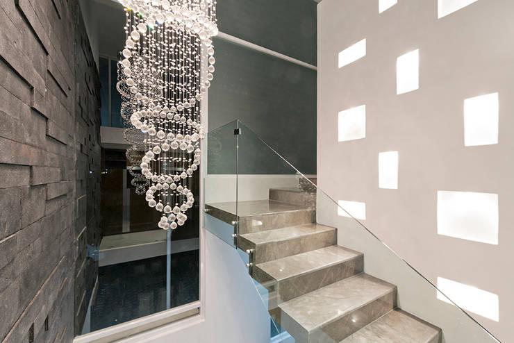 7 escaleras de cristal fant sticas for Escaleras casas minimalistas