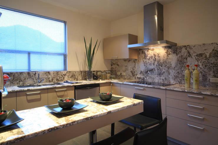 modern Kitchen by Arq. Bernardo Hinojosa