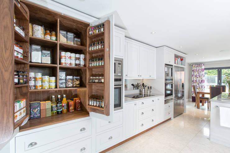 Maple & Gray: klasik tarz tarz Mutfak