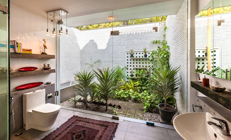 eclectic Bathroom by Kumar Moorthy & Associates