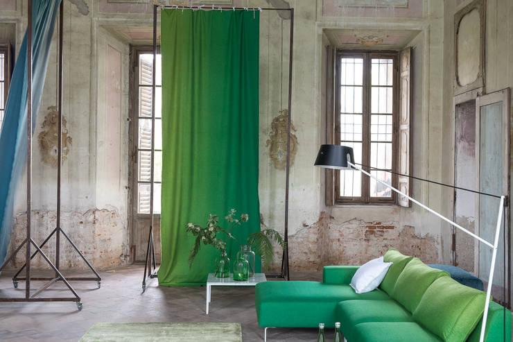 Finestre vestite a nuovo con le tende per casa su misura - Tende attaccate alle finestre ...