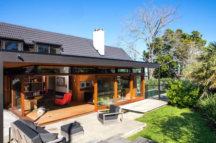 Dorrington Atcheson Architects: modern tarz Evler