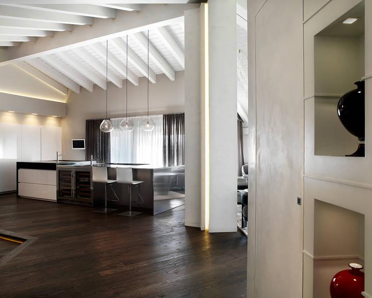 Travi in legno a vista per la casa 7 spettacolari esempi - Illuminazione ingresso casa ...