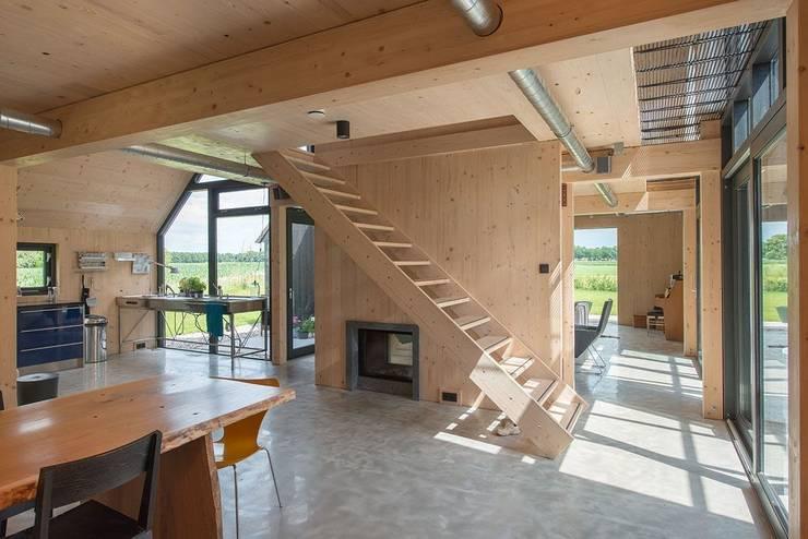 Verleden laten leven een moderne woning in een oude boerenschuur - Moderne keuken in het oude huis ...