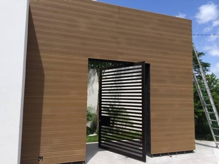 7 ideas de puertas y portones modernos para tu casa for Puertas para casas minimalistas
