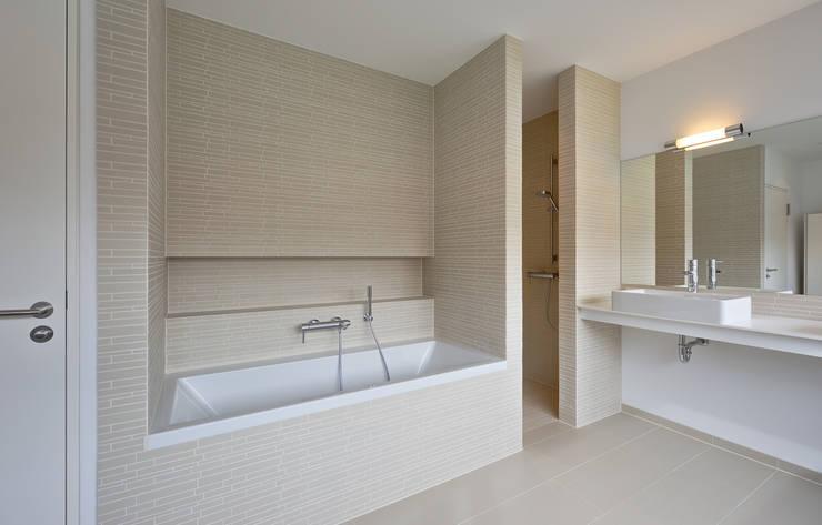 Gelungene synthese aus alt und neu for Kacheln badezimmer