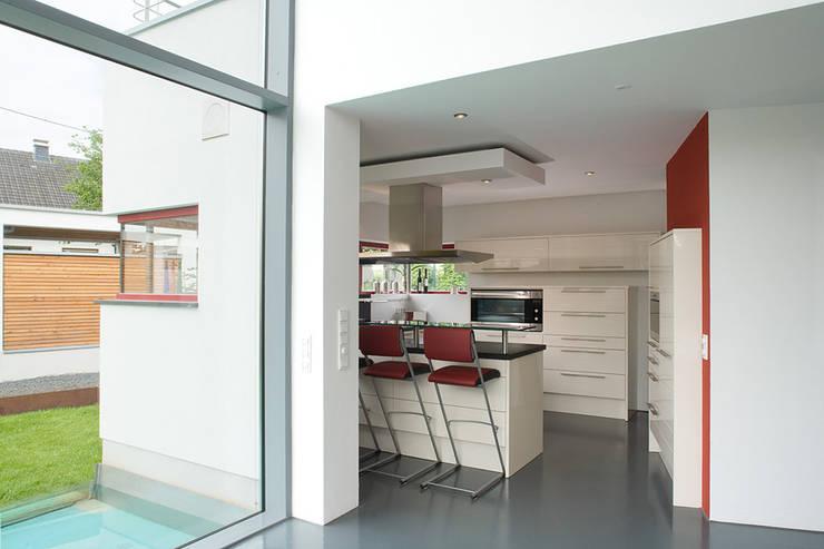 modernste architektur in d rflicher struktur von aaw architektenb ro arno weirich homify. Black Bedroom Furniture Sets. Home Design Ideas