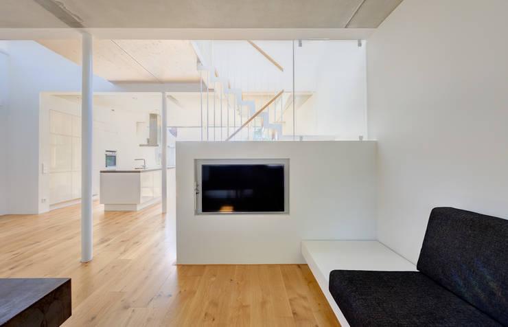 Kleines holzhaus an der ostsee for Architekten wohnzimmer