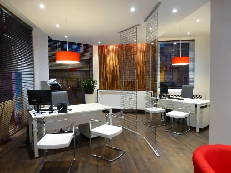 r no d co d 39 une agence de voyages angers par atelier ka hutte homify. Black Bedroom Furniture Sets. Home Design Ideas