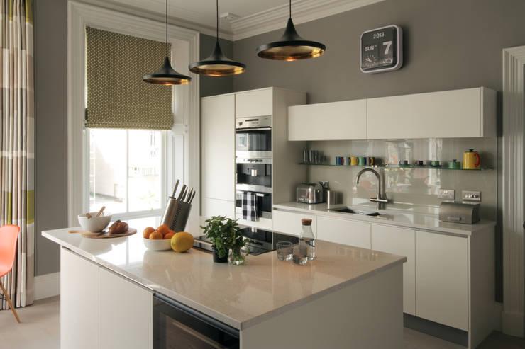 Кухни в translation missing: ru.style.Кухни.modern. Автор - ABN7 Architects