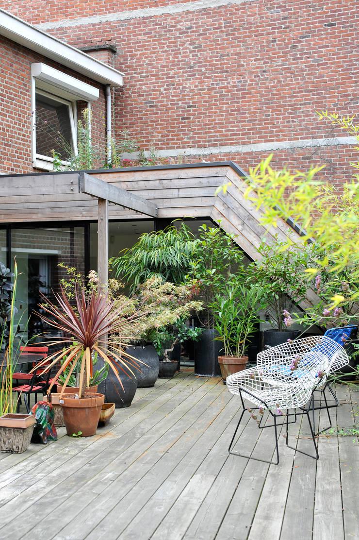 extension d une habitation et am nagement de sa terrasse sur les toits par happy architecture. Black Bedroom Furniture Sets. Home Design Ideas