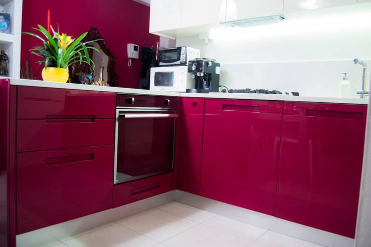 Cucina bicolore laccata lucida rossa e bianca di ...
