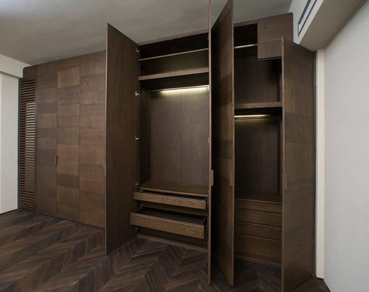 10 stijlvolle donkere houten kledingkasten for Man arredamenti