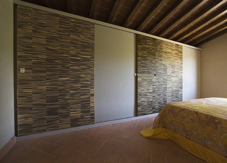 L 39 armadio a muro sfrutta lo spazio al meglio - Idee armadio camera da letto ...