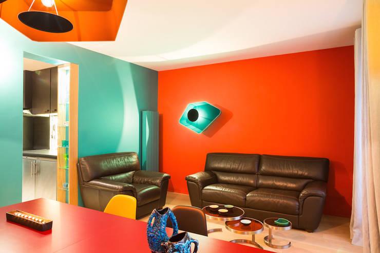 farbenfrohe wohnung in burgund. Black Bedroom Furniture Sets. Home Design Ideas