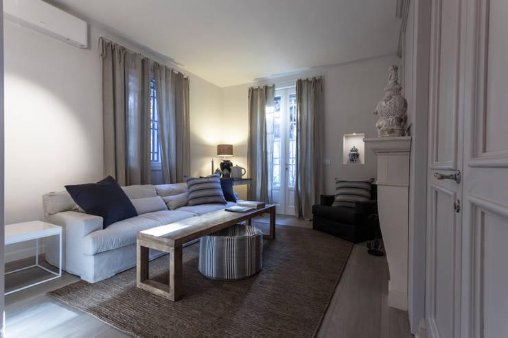 salotto in stile moderno con camino interior design 2: salotto ... - Immagini Soggiorno Moderno Con Camino 2