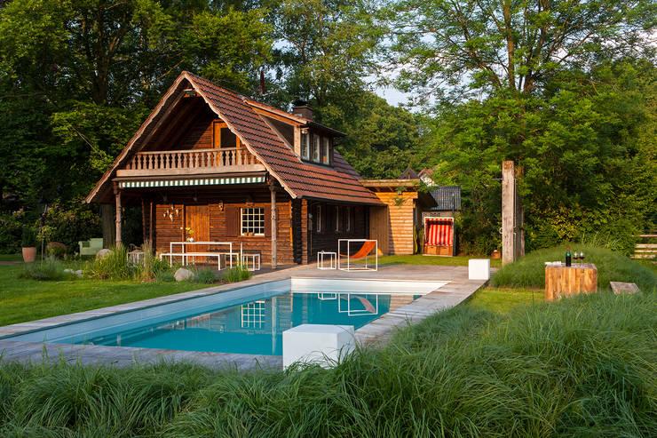 20 casas com piscinas de outro mundo. Black Bedroom Furniture Sets. Home Design Ideas