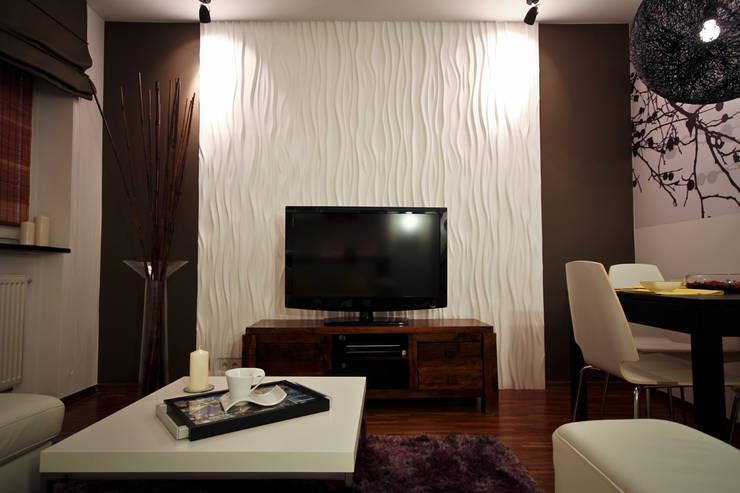 Moderne wohnzimmer mit kamin: dunkles parkett in modernen ...