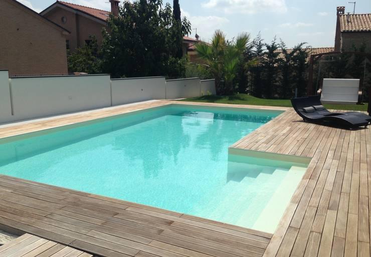 Piscina moderna di piscina pi homify for Piscina moderna