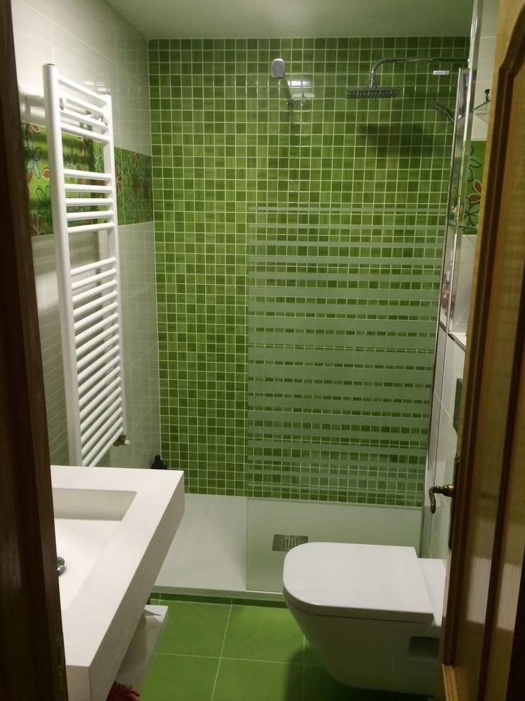 Reforma Baño Alcala Henares:REFORMA BAÑO: Baños de estilo moderno de Nahar Gres, SL