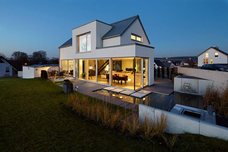 Lichtdurchflutetes satteldach moderne häuser von völse architekten