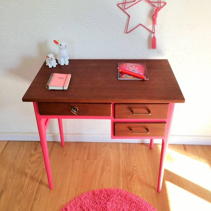 un coin bureau pour les enfants. Black Bedroom Furniture Sets. Home Design Ideas