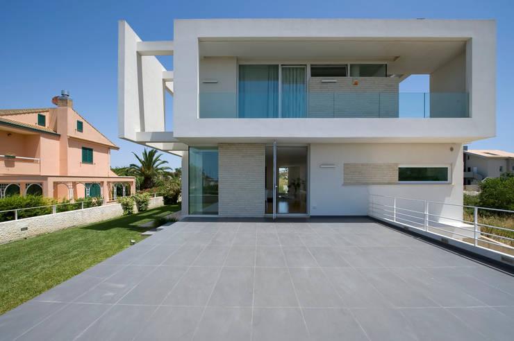 Homify 360 una villa moderna in sicilia - Facciata casa moderna ...