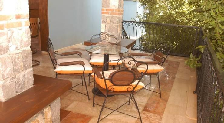 10 terrazas con muebles so ados for Baldosones para terrazas