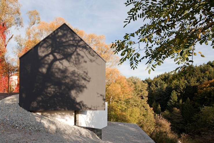 Schön Schlichtes Haus Design In Wenzenbach Im Minimalistischen Stil ...    Schlichtes Sauna Design Holz